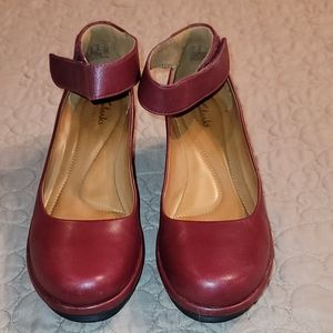 WOMANS CLARKS 6.5 WEDGES